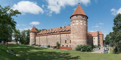 Wzniesiony między 1398 a1405 rokiem gotycki zamek, początkowo pełniący rolę strażnicy granicznej izajazdu rycerzy zakonnych udających się doMalborka.Odległość: 45 km