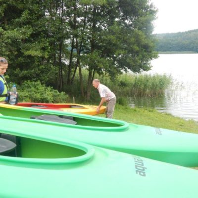nasze kajki 1024x768 400x400 Szlak kajakowy jezioro Patulskie Ostrzyckie rzeka Radunia