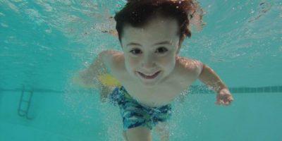 """Jedyny taki aquapark wPolsce, gdzie pływającym towarzyszą """"urocze"""" rekiny.Odległość: 60 km"""